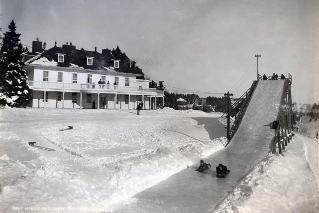 Le Manoir Montmorency en 1900... (BAnQ P560, S1, P921 J.E Livernois)