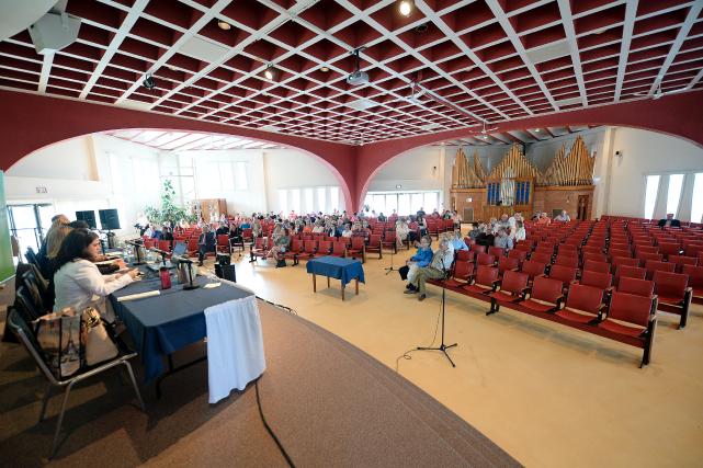 Des citoyens de Québec assistent à une consultation... (Photothèque Le Soleil)
