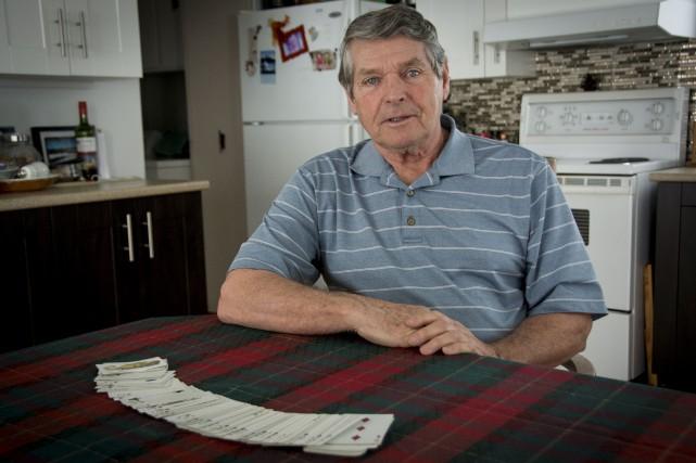 Elzéar Bernatchez, 77 ans, a cessé d'aller jouer... (Jacques-Noël Minville)