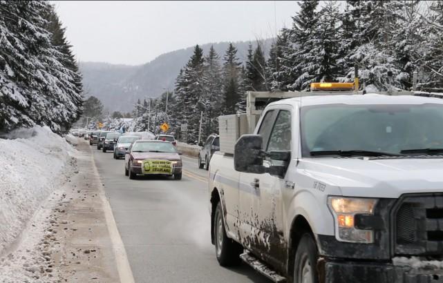 Plus d'une vingtaine de véhicules ont pris part... (Audrey Tremblay)