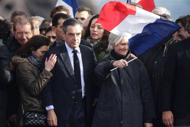 Entouré de partisans et de ses proches, le... (AFP, Geoffroy Van Dre Hasselt)