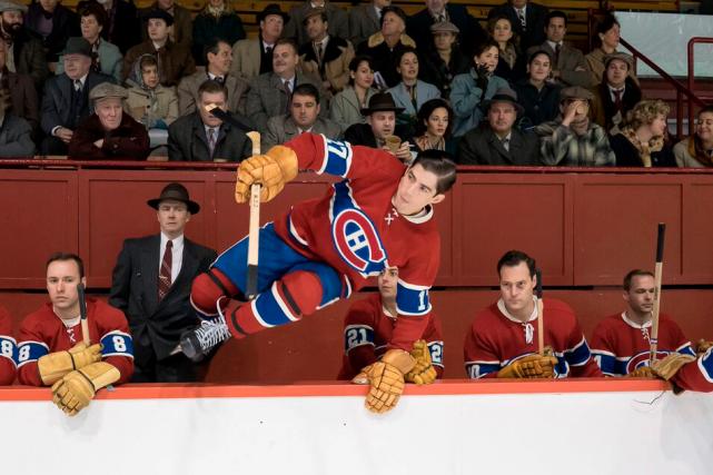 Pierre-Yves Cardinal (qui saute sur la glace) incarne...