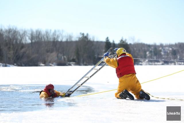 Les pompiers waterlois se sont exercés sur les... (Julie Catudal, La Voix de l'Est)