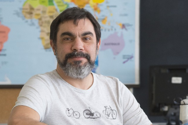 Daniel Rouillard, enseignant à l'école secondaire du Triolet... (Spectre média, Julien Chamberland)