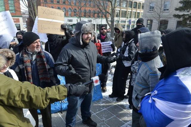 Deux groupes opposés sur la question de l'immigration... (Spectre média, Maxime Picard)