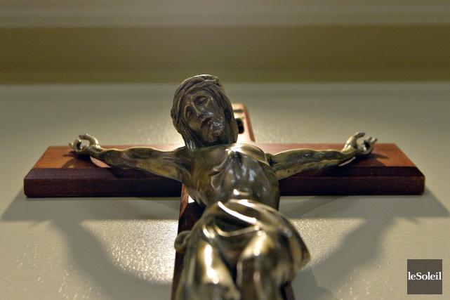 Le crucifix de l'hôpital Saint-Sacrement à Québec... (Le Soleil, Pascal Ratthe)