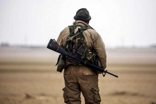 Un combattant des Forces démocratiques syriennes (FDS).... (PHOTO DELIL SOULEIMAN, AGENCE FRANCE-PRESSE)