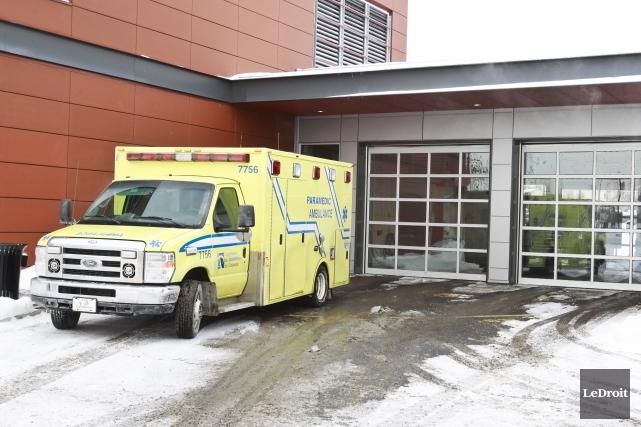 Les paramédics de l'Outaouais sont sans contrat de... (Patrick Woodbury, archives LeDroit)