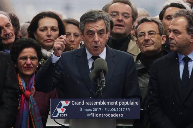 François Fillon, lors d'un vaste rassemblement dimanche.... (Photo GEOFFROY VAN DER HASSELT, AFP)