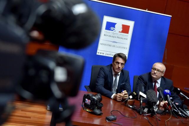 Le procureur de Nantes, Pierre Sennès (à droite),... (PHOTO AFP)