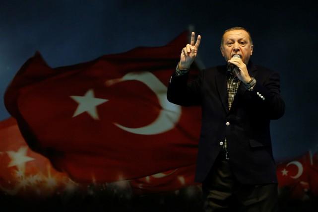 Recep TayyipErdoğans'est dit prêt à faire campagne en... (PHOTO REUTERS)
