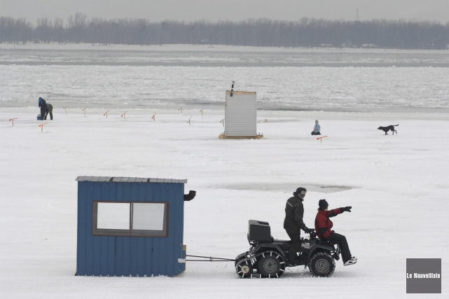La pêche sur glace, au lac Saint-Pierre, pourrait... (Archives Le Nouvelliste)