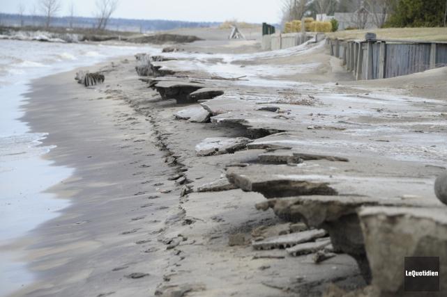 Le niveau du lac Saint-Jean fera l'objet d'une... (Archives Le Quotidien, Gimmy Desbiens)