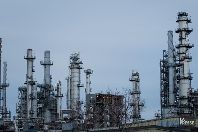 Les cours du pétrole ont chuté mercredi au... (Photothèque La Presse)
