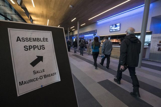 Réunis en assemblée générale, les professeurs du SPPUS... (Spectre Média, Frédéric Côté)
