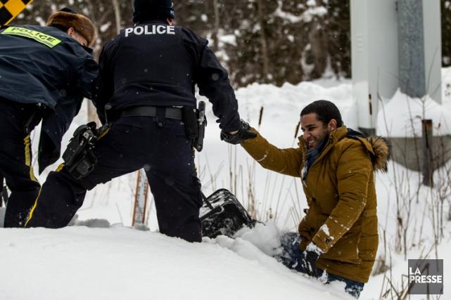 Le nombre dimmigrants illégaux entrant au Canada par... (PHOTO MARTIN TREMBLAY, LA PRESSE)