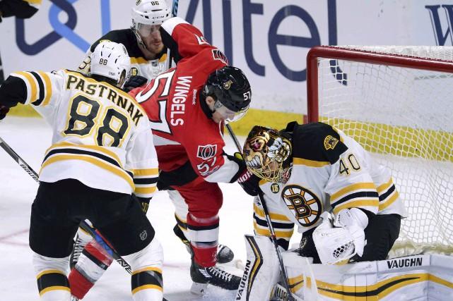 Les Sénateurs et les Bruins croiseront le fer... (Archives, La Presse canadienne)