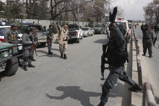 L'hôpital a été bouclé et les assaillants abattus.... (AP, Rahmat Gul)