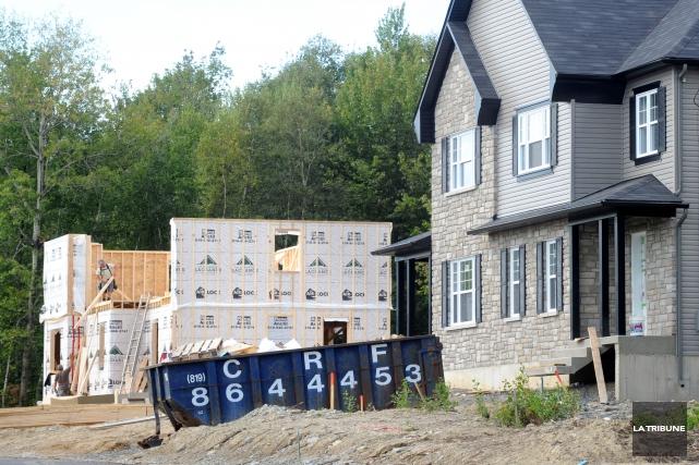 La tendance des mises en chantier d'habitations est à la hausse au Canada en... (Archives La Tribune, Maxime Picard)