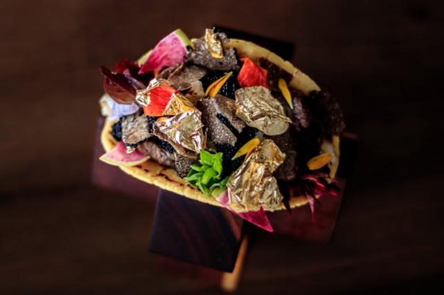 Le plat est composé de langouste, de boeuf... (PHOTO AFP)