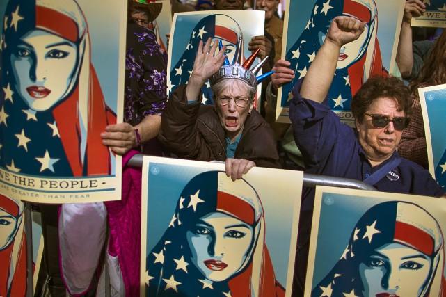 Le président américain a présenté lundi une version... (PHOTO AP)
