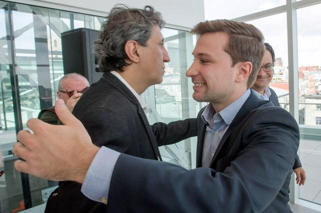 Gabriel Nadeau-Dubois (à droite) et le député Amir... (La Presse canadienne, Ryan Remiorz)