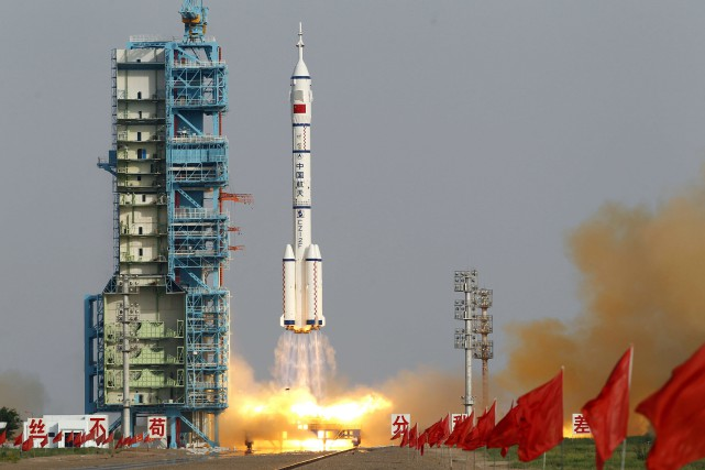 Sur la photo, le vaisseau spatial chinois Shenzhou... (Photo Ng Han Guan, Archives AP)
