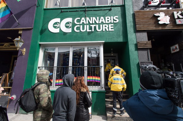 Une boutique de l'enseigne Cannabis Culture, sur Church... (Photo Aaron Vincent Elkaim, La Presse Canadienne)
