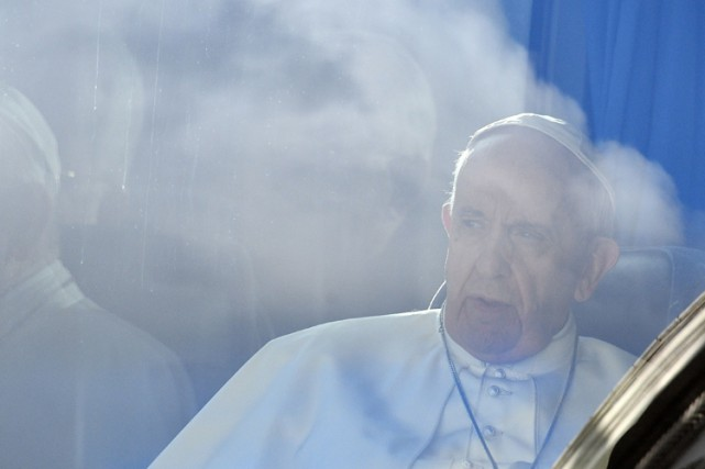Le pape argentin avait déjà affirmé que l'interdiction... (PHOTO AFP)