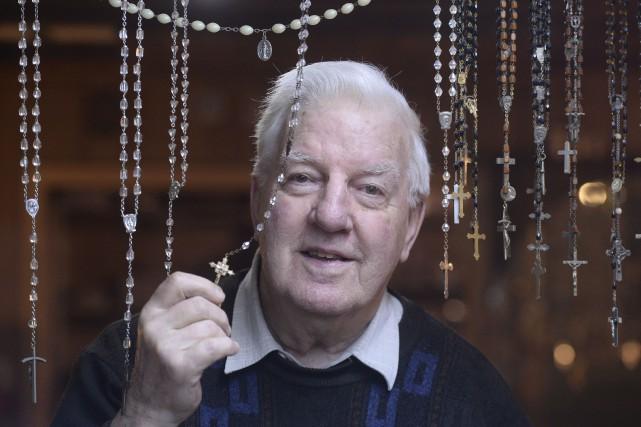 Roland Ricard a commencé à faire des chapelets... (Le Soleil, Jean-Marie Villeneuve)
