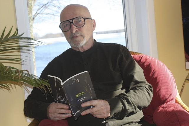L'auteur Jean-Pierre April, confortablement installé dans son havre...