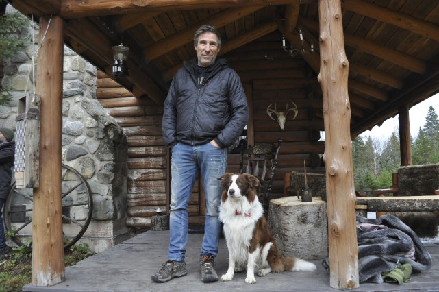 Peter MacLeod recevra ses amis à son chalet... (Z Télé)