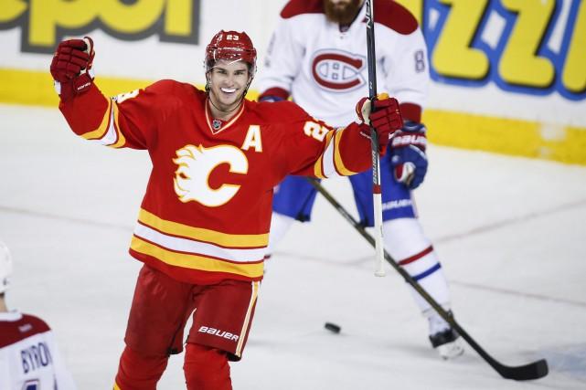 Le défenseur Michael Stone a porté le score... (La Presse canadienne, Jeff McIntosh)