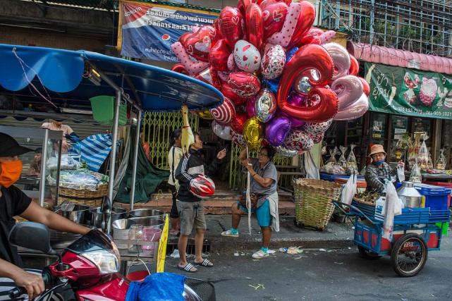 Scène de rue enThaïlande... (ROBERTO SCHMIDT, archives AFP)