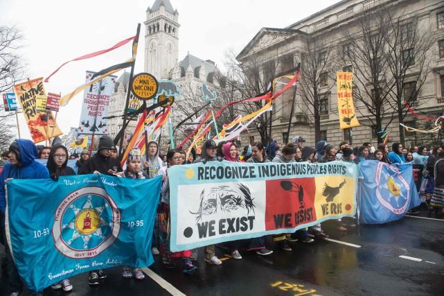 Quelque 600personnes, dont de nombreux Amérindiens, ont manifesté... (PHOTO NICHOLAS KAMM, AFP)