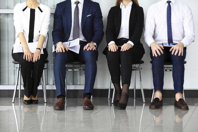 Contrairement à la croyance populaire, le marché du travail souffre davantage... (Photo 123rf)