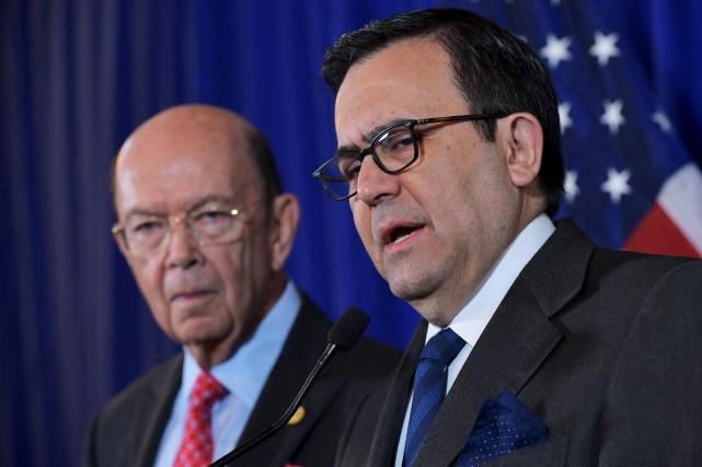 Le secrétaire américain au Commerce, Wilbur Ross, et... (AFP, Mandel Ngan)