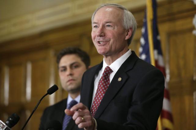 Le gouverneur de l'Arkansas, Asa Hutchinson... (Archives AP)