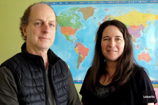 Luc Genest et Isabelle Tardif, respectivement intervenant et... (Alain Dion, La Voix de l'Est)