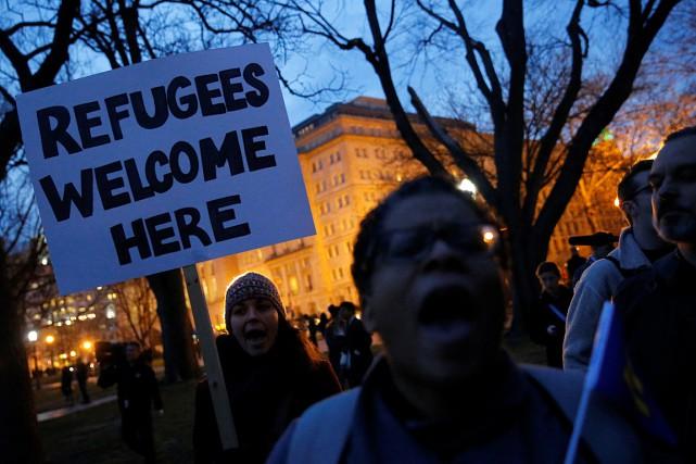 Une manifestation contre le nouveau décret migratoire du... (Archives AFP)