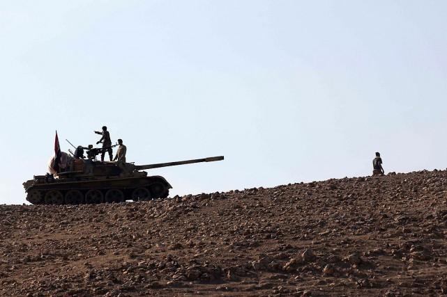 Les forces irakiennes lors de leur avancée vers... (PHOTO AGENCE FRANCE-PRESSE)