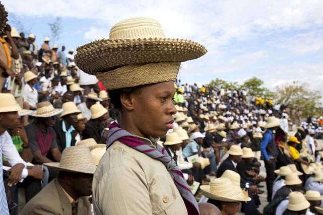Des milliers de personnes se sont rassemblées dans... (AP, Dieu Nalio Chery)