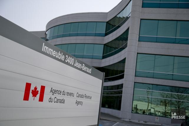 L'Agence du revenu du Canadaa suspendu ses services... (DAVID BOILY, archives LA PRESSE)