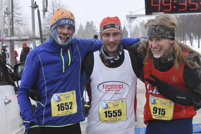 Le temps froid n'a pas empêché les coureurs... (Photo Le Progrès-Dimanche, Michel Tremblay)