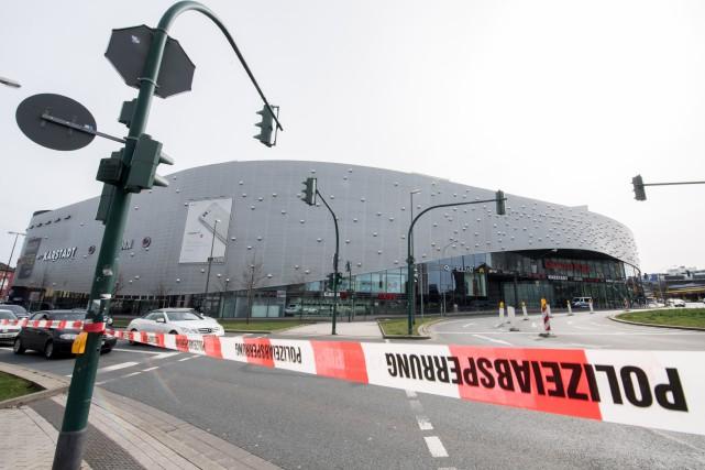 La police avait fait fermer samedi le centre... (Photo Bernd Thissen, Agence France-Presse)