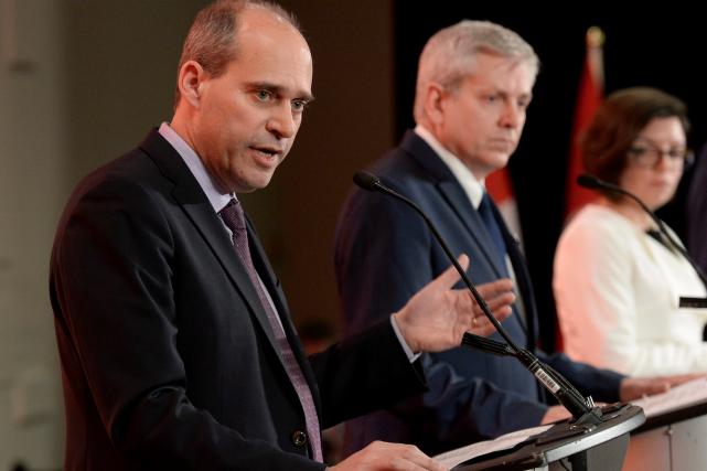 Guy Caron, Charlie Angus, et Niki Ashton, trois... (La Presse canadienne, Justin Tang)