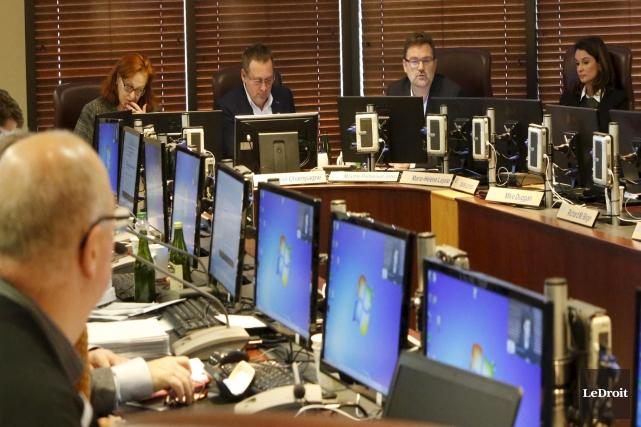 Le conseil municipal pourrait de nouveau s'entre-déchirer sur... (Simon Séguin-Bertrand, Archives Le Droit)