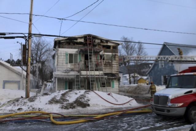Un incendie a lourdement endommagé ce duplex de... (Audrey Tremblay)