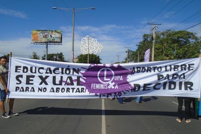 On se mobilise pour le droit à l'avortement... (Photo: Joanie Milette)