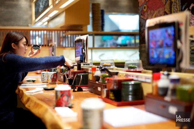 Mori mori sushi, restaurant de sushis sur tapis... (Photo Sarah Mongeau-Birkett, La Presse)